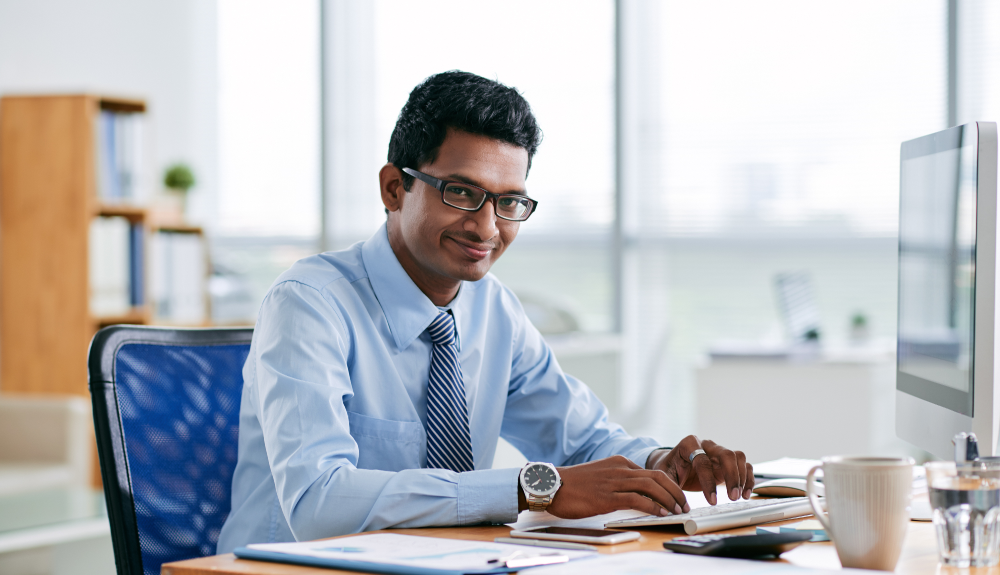 accounting an accountant sitting at his desk